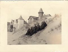 Très Rare Photo Soldats Devant Villas Plage   1941 Quend-plage Somme - 1939-45