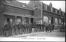 Scènes De Douane à La Frontière.1. Le Bureau De Douanes - Police - Gendarmerie
