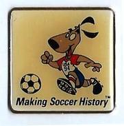 FOOTBALL - F11 - COUPE DU MONDE DE FOOT USA 94 - MAKING SOCCER HISTORY - Verso :  1992 ISL AMINCO - Football