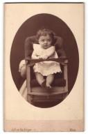 Fotografie Julius Gertinger, Wien, Portrait Kleinkind In Kindersitz - Anonymous Persons