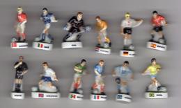 Série 12 Fèves Brillantes FOOT MULTI-PAYS - Arguydal Pour AUCHAN 2002 FOOTBALL EUROPE - Sports
