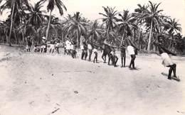 Afrique-TOGO Lomé Pêcheurs Tirant Leur Filet (pas De Timbre / NO STAMP )  *PRIX FIXE - Togo