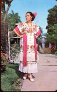 Mestiza Yucateca Luciendo El Traje Regional (000455) - Mexiko
