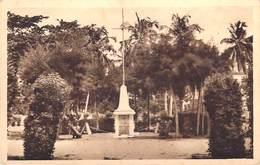 Afrique (Dahomey BENIN) COTONOU Monument Aux Morts (- Editions :Suzanne Toubon  N°29)*PRIX FIXE - Benin