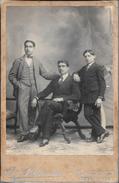FOTOS HOMBRES TRIO 1900s FOTOGRAFO BARTOLOME BENINCASA BUENOS AIRES ARGENTINA TAMAÑO 17 X 11 CENTIMETROS - Personnes Anonymes