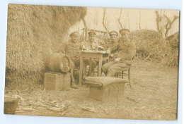 T3202/ Soldaten Trinken Bier Schöne Foto AK 1918 - Guerre 1914-18