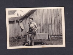 Photo Originale  Guerre 39-45 Homme Avec Violon Prisonnier De Guerre Stalag VII A Moosburg POW Kriegsgefangener - Krieg, Militär
