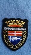 ECUSSON TISSU EVIAN LES BAINS 74 ARMOIRIES BLASON   VOIR AUTRES MODELES DANS MA BOUTIQUE ET CELLE ULTIMA31 - Blazoenen (textiel)