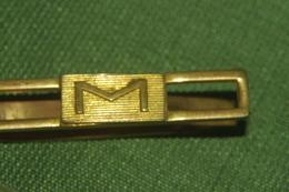 BROCHE PINCE à CRAVATE INITIALE M 6.2 Cm - Boutons De Col /de Manchettes