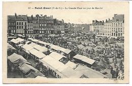 SAINT OMER - La Grande Place Un Jour De Marché - Saint Omer