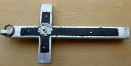 Croix Ancienne Christ Alu Sur Bois Doublé Métal - Religion & Esotérisme