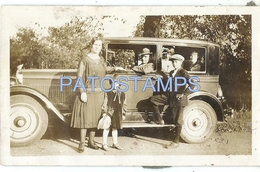 73324 AUTOMOBILE OLD CAR AUTO COUPE AND FAMILY 11.3 X 6.8 CM PHOTO NO POSTAL TYPE POSTCARD - Ansichtskarten