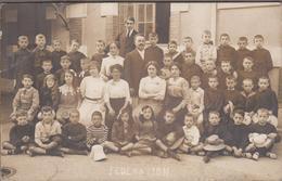 33-ARCACHON-CARTE PHOTO-Collège Saint-Elme, Une Cour  Animé Groupe... (pli) - Arcachon