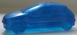 Voiture Peugeot 206 Bleue 3,8 X 9,2, émise Par Les Etablissement Peugeot Lors De Sa Sortie Plastique Creuse (v) - Publicidad
