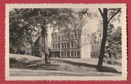 Beaumont - Bâtiment De L'Institut Paridaens ... Pris Du Parc ... Carte Photo ... époque: Années 50 ( Voir Verso ) - Beaumont