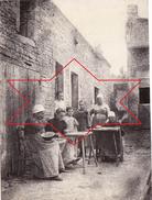Photo 1898 SAINT-SYLVAIN - Dans Une Ferme, Types D'ouvrières Travaillant Le Filet ? (A172) - Frankreich