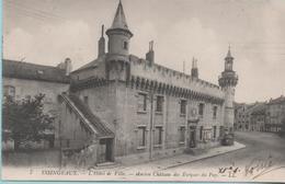 YSSINGEAUX - L'Hotel De Ville - Ancien Chateau Des Eveques Du Puy - - Yssingeaux