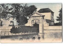 CPA 17 Saint Martin De Ré Porte Toiras Et Le Train Tramway - Ile De Ré