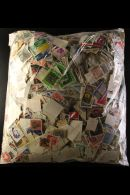 """KILOWARE An ALL WORLD """"off Paper"""" I Kg+ Mixture In A Film Fronted Bag. A Great Lot To Sort Through During The... - Stamps"""