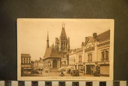 CP, 61,  LAIGLE, Place Et église Saint Martin - L'Aigle