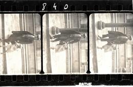 A Identifier. Cpa Photo D'un Segment De Film Ciné Représentant Un Pere Et Sa Fille - A Identifier