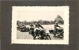 MOTO MOTARD -  Gendarmerie Nationale Escortant Une Traction Citroën (photo Format 10x7cm) - Photos
