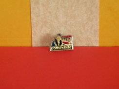 Collection Pin's > Non Classés > L'Orientale - - Badges