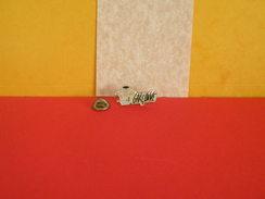 Collection Pin's > Non Classés > Garçonne - - Badges