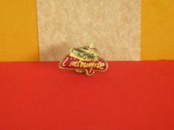 Collection Pin's > Non Classés > L'Insoumise - - Badges