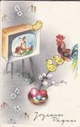"""JOYEUSES PAQUES--Coq + Poussins Regardent La """"télévision Avec Lapin + Oeufs""""--voir 2 Scans - Easter"""