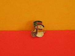 Collection Pin's > Noël > Le Bonhomme De Neige - - Noël
