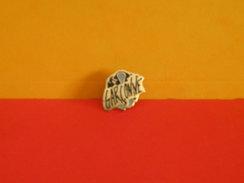 Collection Pin's > Non Classé > Garçonne - Badges