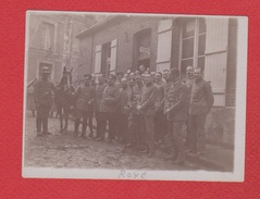 Roye  -- Photo  --  Soldats Allemands Du 175 Reg Dans Les Rues De La Ville - Roye