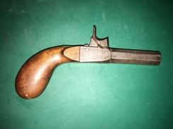 PISTOLET A COFFRE ET A PERCUSSION. BON ETAT D'ASPECT ET DE FONCTIONNEMENT. DETENTE ESCAMOTABLE. VERS 1830. - Decorative Weapons