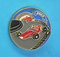1 PIN'S //   ** GARAGE WAGRAM ** FIAT ** - Fiat