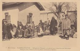 CPA - Monastir - Réfugiés De Monastir Attendant Leur évacuation Sur Salonique - Serbie