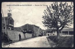 CPA ANCIENNE- FRANCE- SAINT-CESAIRE-DE-GAUZIGNAN (30)- ENTREE DU VILLAGE EN ÉTÉ- ECOLE COMMUNALE ET CLOCHETON- ANIMATION - Autres Communes