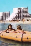 Bulgaria - Black Sea Coast - Little Naked Boy Girl In A Boat - Printed 1987 - Gruppi Di Bambini & Famiglie