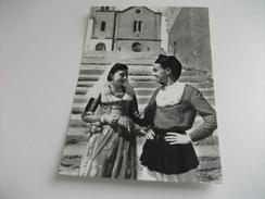 COSTUME  COSTUMI DI ITTIRI SARDEGNA COPPIA SFONDO CHIESA - Costumi