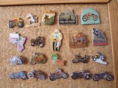 Lot De 20 Pin's Sur Les Motos - Motorbikes
