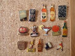 Lot De 15 Pin's Sur Le Whisky Et Le Gin - Airplanes