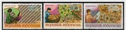 Indonesia/Indonésie: Manifattura Tappeti, Manufacturing Carpets, Tapis Fabrication - Tessili