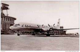 AVIATION CIVILE - ENV. 1960 - QUADRIMOTEUR à HÉLICES - ILYUSHIN IL 18 De TAROM - AÉROPORT De BUCAREST - BANEASA (d-625) - 1946-....: Moderne