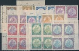 ** 1921 Koronás Madonna Sor Négyes Tömbökben, Az 500K Hármas Lyukasztással... - Stamps