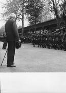 Vichy Avril 43  Photo De Presse Originale  Marechal Petain Releve Dominicale De La Garde Personnelle (18cm X 13cm) - Vichy