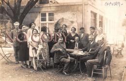 65 - Capvern Les Bains - Carte Photo - Groupe De Gens Dans Le Cour - France