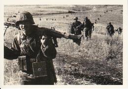 Foto Deutsche Soldaten Mit MG Beim Vorgehen - 2. WK - 9*6cm - Repro (29163) - Repro's