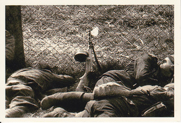 Foto Schlafende Soldaten Mit MP - 2. WK - 9*6cm - Repro (29165) - Repro's