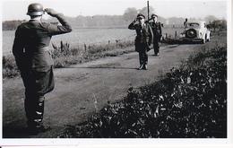 Foto Deutscher Soldat Bei Meldung - 2. WK - 9*5cm - Repro (29172) - Repro's