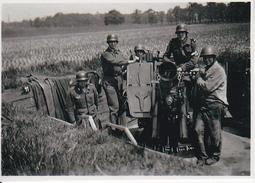 Foto Deutsche Soldaten In Geschützstellung - 2. WK - 9*7cm - Repro (29173) - Repro's